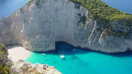Ανοίγει ο τουρισμός και περιμένει τους ξένους τουρίστες - Οχυρώνονται υγειονομικά τα νησιά