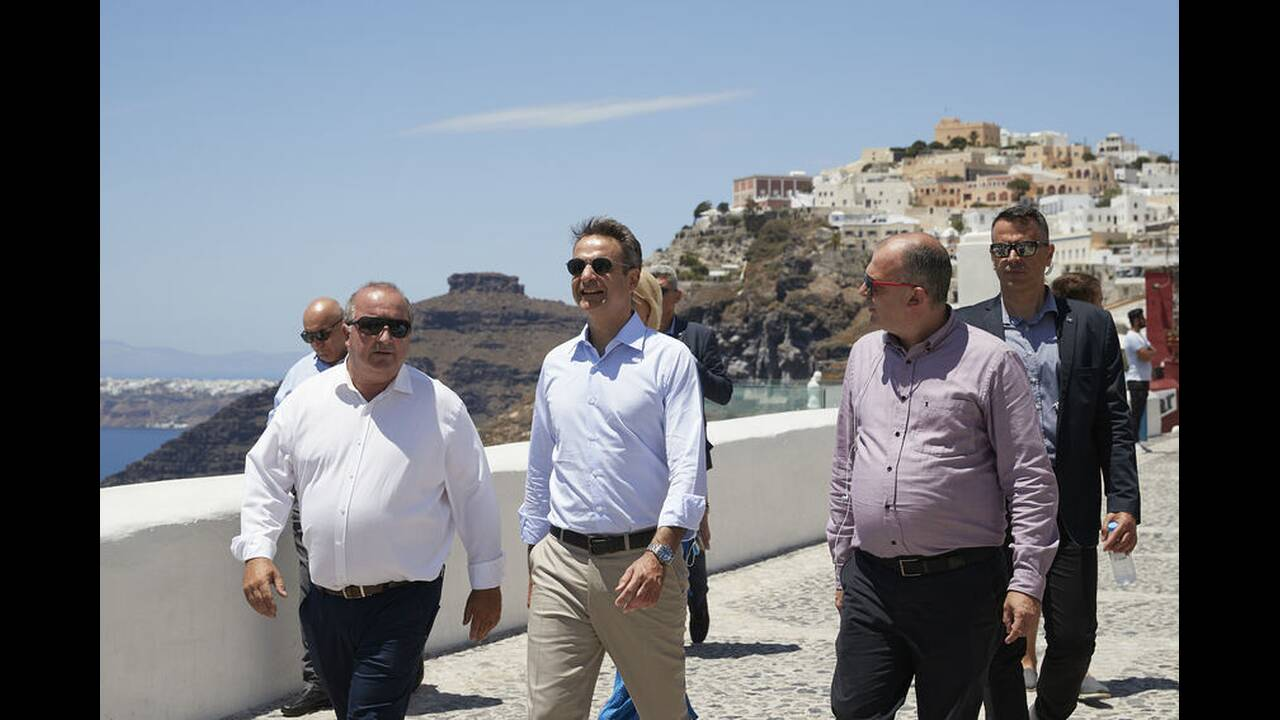 https://cdn.cnngreece.gr/media/news/2020/06/13/223142/photos/snapshot/mitsotakis-santorini.jpg