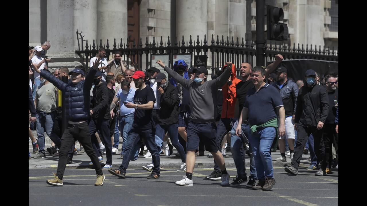 https://cdn.cnngreece.gr/media/news/2020/06/13/223147/photos/snapshot/london-clashes-10.jpg