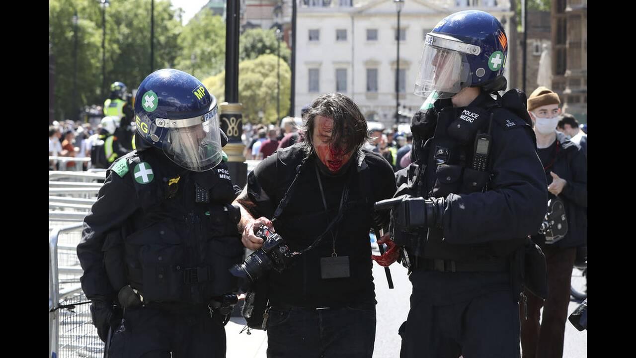 https://cdn.cnngreece.gr/media/news/2020/06/13/223147/photos/snapshot/london-clashes-2.jpg