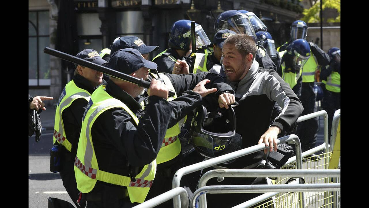 https://cdn.cnngreece.gr/media/news/2020/06/13/223147/photos/snapshot/london-clashes-3.jpg