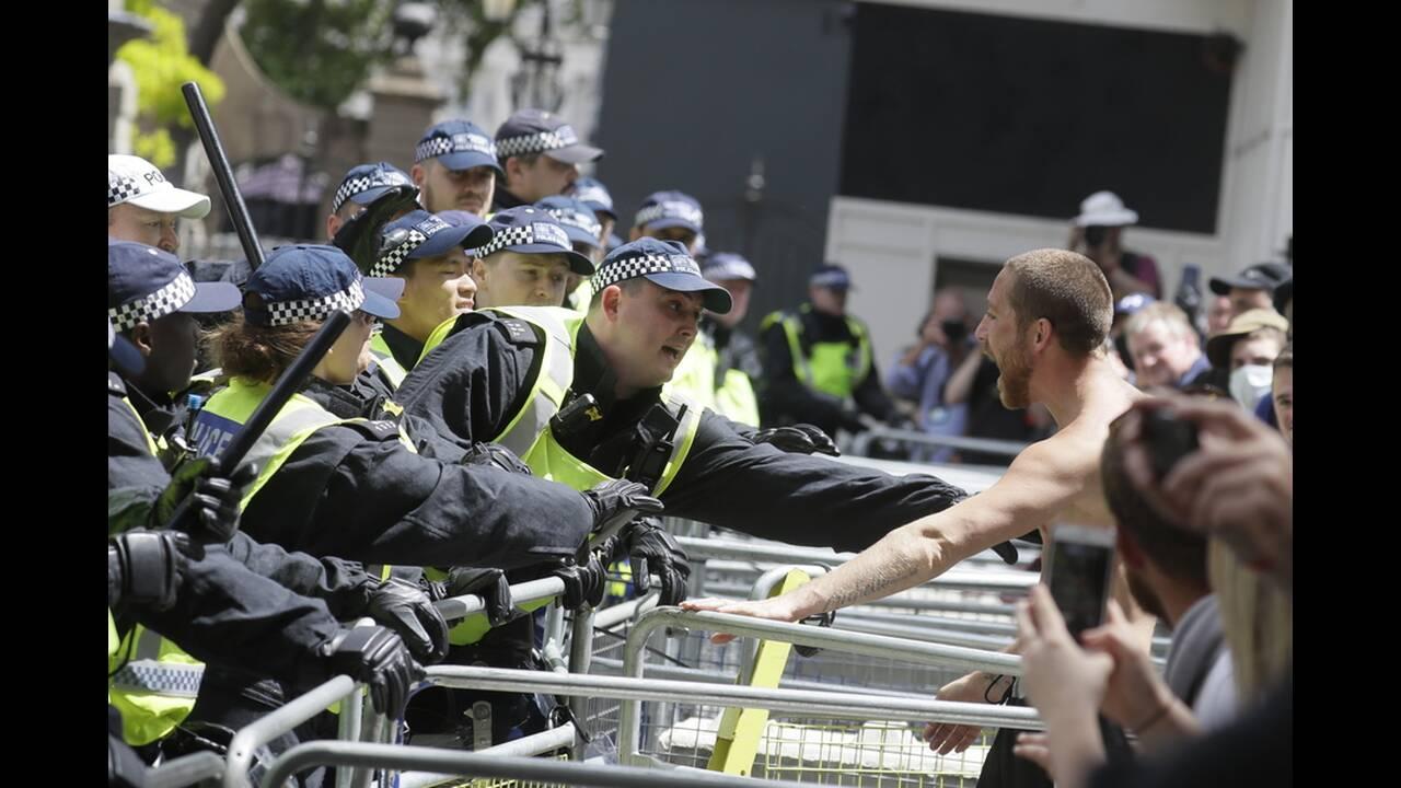 https://cdn.cnngreece.gr/media/news/2020/06/13/223147/photos/snapshot/london-clashes-6.jpg