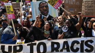 Λονδίνο: Άγριες συγκρούσεις ακροδεξιών με αντιρατσιστές διαδηλωτές