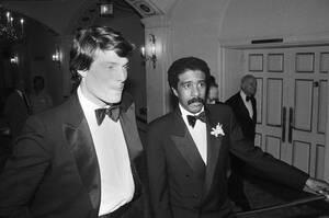 """1986, Νέα Υόρκη.  Οι ηθοποιοί Κρίστοφερ Ριβ και Ρίτσαρντ Πράιορ φτάνουν στην πρεμιέρα της ταινίας """"Σούπερμαν 3""""."""