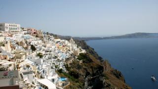 Διεθνής Τύπος: Η Ελλάδα επανεκκινεί τον τουρισμό της  με φόντο ένα εκθαμβωτικό ηλιοβασίλεμα