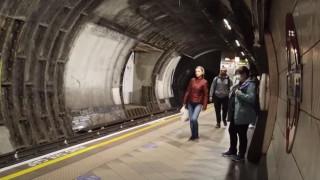 Λονδίνο: Στην κανονικότητα επιστρέφει το μετρό μετά τη μείωση των κρουσμάτων κορωνοϊού