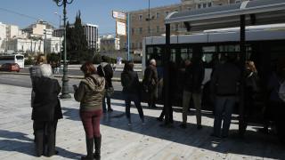 Σύνταγμα: Λεωφορείο έπεσε σε στάση – Μία γυναίκα τραυματίστηκε ελαφρά