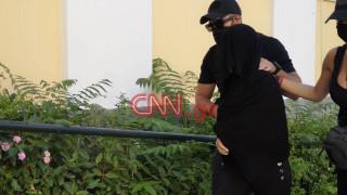 Επίθεση με βιτριόλι: «Εγκλεισμένος στο σπίτι του» ο 40χρονος πρώην σύντροφος της 35χρονης