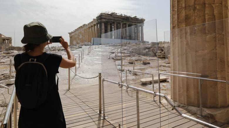 Bloomberg: Η Ελλάδα φαίνεται πιο ασφαλής προορισμός τώρα