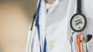 Ποινική δίωξη στον «μαϊμού» γιατρό - Συνεργός φέρεται να είναι η σύζυγός του