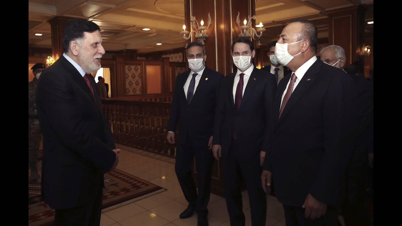 https://cdn.cnngreece.gr/media/news/2020/06/18/223765/photos/snapshot/libya-cavusoglou-1.jpg