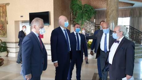 Στην Αίγυπτο ο Νίκος Δένδιας με ατζέντα ΑΟΖ και Λιβύη