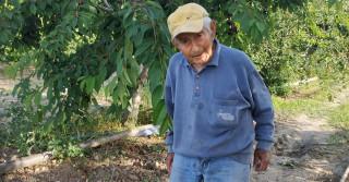 Θεσσαλονίκη: 88χρονος αγρότης «οργώνει» τα χωράφια με βασικό εργαλείο του την καινοτομία