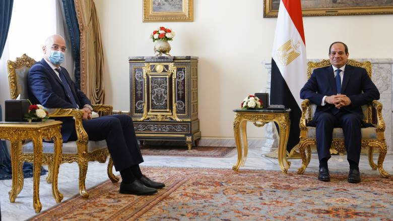 Η ενίσχυση της συνεργασίας Ελλάδας-Αιγύπτου στο επίκεντρο της συνάντησης Δένδια-αλ Σίσι