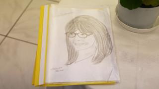 «Είμαι τυχερή που σας συναντώ»: Τα συγκινητικά λόγια της 17χρονης ασυνόδευτης στη Σακελλαροπούλου