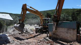 Κατεδαφίζονται 1.108 αυθαίρετα με εντολή Χατζηδάκη