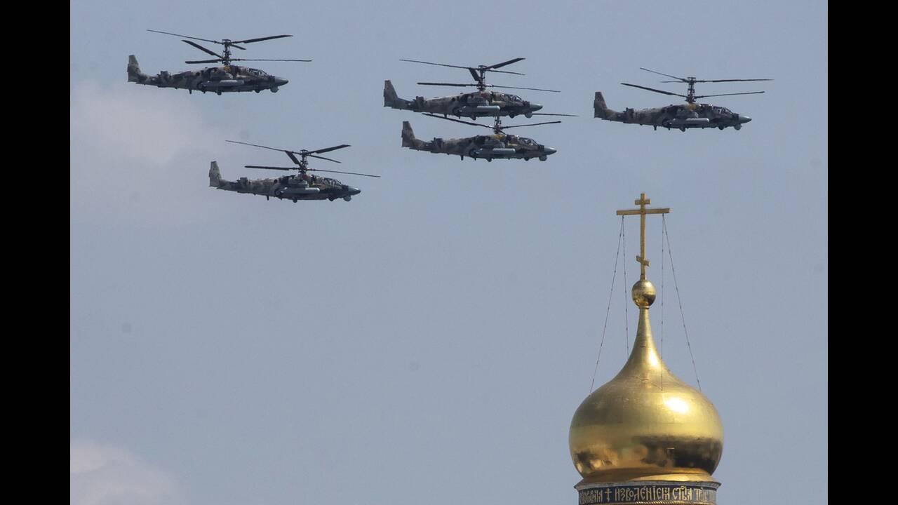 https://cdn.cnngreece.gr/media/news/2020/06/21/224224/photos/snapshot/russia_parade-3.jpg