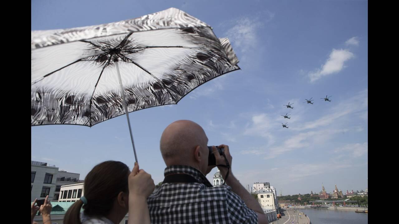 https://cdn.cnngreece.gr/media/news/2020/06/21/224224/photos/snapshot/russia_parade-7.jpg