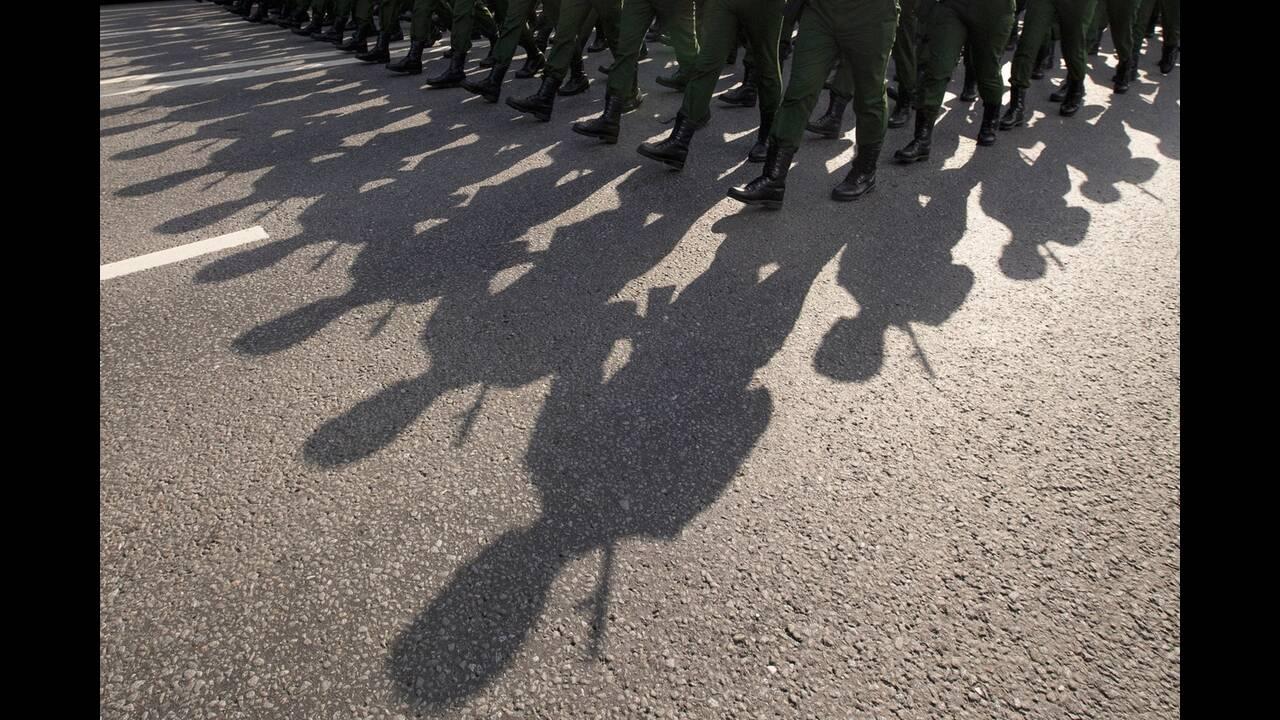 https://cdn.cnngreece.gr/media/news/2020/06/21/224224/photos/snapshot/russia_parade-8.jpg