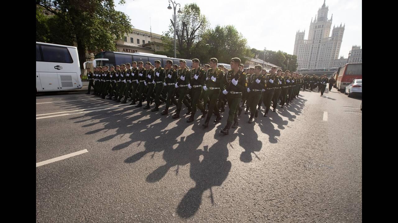 https://cdn.cnngreece.gr/media/news/2020/06/21/224224/photos/snapshot/russia_parade-9.jpg