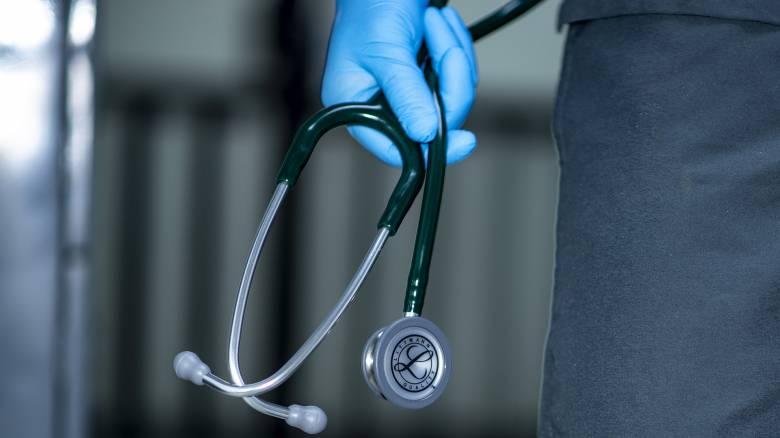 Γιατρός - «μαϊμού»: Δεν δίσταζε να εκμεταλλευτεί ακόμη και ανήλικους καρκινοπαθείς