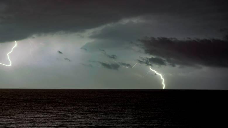 Ισχυρή καταιγίδα και χαλαζόπτωση στη Βόρεια Ελλάδα – Υπερχείλισε ποταμός στις Σέρρες
