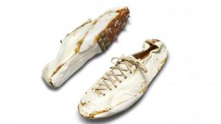 Ένα ζευγάρι παλιά -και ταλαιπωρημένα- Nike αναμένεται να πιάσουν 150.000 δολάρια σε δημοπρασία