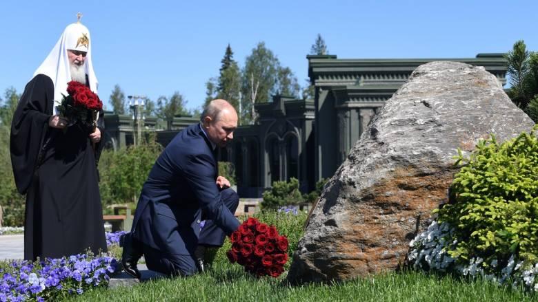 Ρωσία: Φόρος τιμής από τον Πούτιν στους νεκρούς του Β' Παγκοσμίου Πολέμου