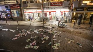 Η Μέρκελ καταδικάζει τα βίαια επεισόδια στη Στουτγάρδη