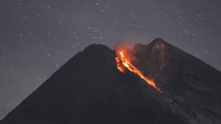 Ινδονησία: Εξερράγη δύο φορές σε μια ημέρα το ηφαίστειο Μεράπι
