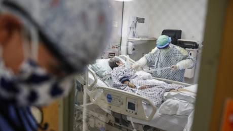Έρευνα: Δεκαπλάσια πιθανότητα ανακοπής ή αρρυθμίας για τους ασθνενείς κορωνοϊού σε ΜΕΘ