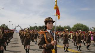 Πιονγκγιάνγκ: Στρατιωτική παρέλαση για τα 75 χρόνια του Εργατικού Κόμματος της Βόρειας Κορέας