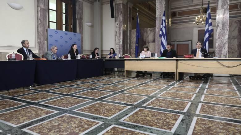Διελκυστίνδα Νέας Δημοκρατίας - ΣΥΡΙΖΑ και στο βάθος δεύτερο ηχητικό