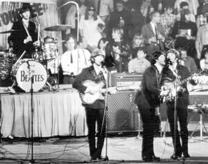 1966, Μόναχο.  Το διάσημο βρετανικό συγκρότημα the Beatles, δίνει την πρώτη του συναυλία στη Γερμανία.