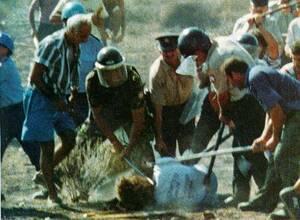 2008. Το Ευρωπαϊκό Δικαστήριο Ανθρωπίνων Δικαιωμάτων καταδικάζει την Τουρκία για τις δολοφονίες του Τάσου Ισαάκ και του Σολωμού Σολωμού τον Αύγουστο του 1996 στη νεκρή ζώνη της Αμμοχώστου. Το Δικαστήριο επιδικάζει 80.000 ευρώ ως αποζημίωση στη χήρα του Ισ