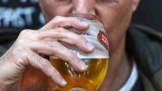 Κορωνοϊός: Με... ονοματεπώνυμο θα πίνουν μπύρα οι Βρετανοί