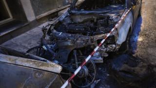 Εμπρηστική επίθεση στη Θεσσαλονίκη: Στις φλόγες δύο αυτοκίνητα και ένα μηχανάκι