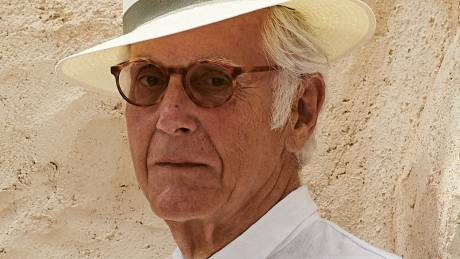 Πώς ένας Αμερικανός δικηγόρος παράτησε καριέρα και έγινε «Έλληνας» συγγραφέας θρίλερ