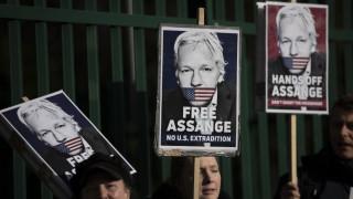 Η Ουάσινγκτον ενισχύει τις κατηγορίες της εναντίον του Τζούλιαν Ασάνζ
