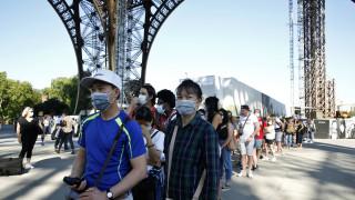 Άνοιξε πάλι ο Πύργος του Άιφελ: Με μάσκες και... τα πόδια ανεβαίνουν οι επισκέπτες