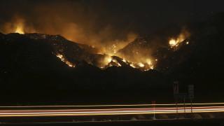 Χιλιάδες στρέμματα κάηκαν και δεκάδες σπίτια εκκενώθηκαν εξαιτίας της πυρκαγιάς βόρεια του Φοίνιξ