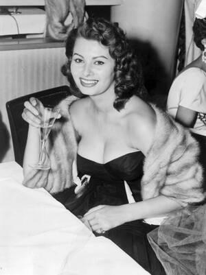 1954, Βερολίνο.  Η Ιταλίδα ηθοποιός Σοφία στο Διεθνές Φεστιβάλ Κινηματογράφου του Βερολίνου