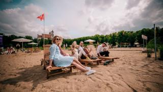 Λιθουανία: H κεντρική πλατεία του Βίλνιους μετατρέπεται σε... παραλία