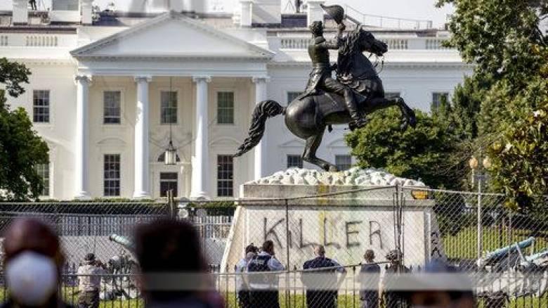 Γιατί οι Αμερικανοί γκρεμίζουν τα αγάλματα των προγόνων τους