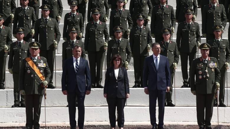 Η έκπληξη που περίμενε την Πρόεδρο της Δημοκρατίας στην ορκωμοσία της Σχολής Ευελπίδων