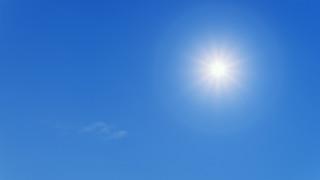 Καιρός: Λιακάδα, υψηλές θερμοκρασίες και ενισχυμένοι βοριάδες σήμερα