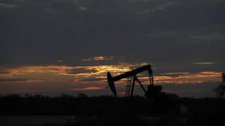 Κορωνοϊός: Πέφτουν ξανά οι τιμές του πετρελαίου