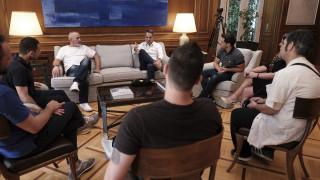 Συνάντηση Μητσοτάκη με πολίτες που έχουν βγει νικητές στον αγώνα με τα ναρκωτικά