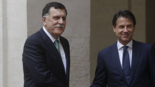 Πολιτική λύση για τη Λιβύη ζήτησε ο Κόντε από τον Σάρατζ