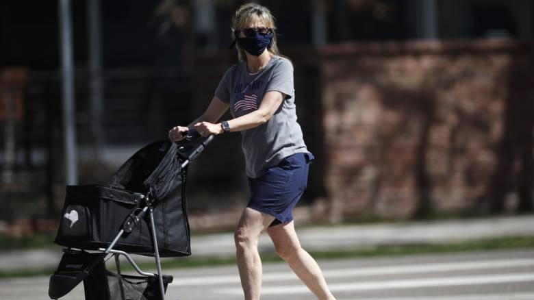 Κορωνοϊός - ΗΠΑ: Αναζητείται η γυναίκα που έβηξε επίτηδες στο πρόσωπο ενός μωρού